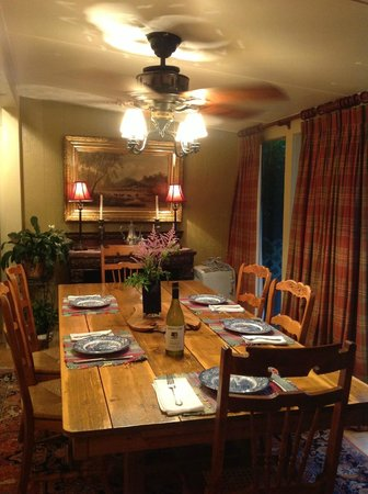 Gable Haus Country Inn & Linville Cottages: Dining Room