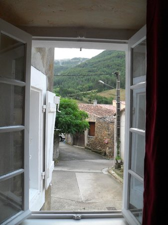 Sougraigne, Francia: View from bedroom window, the photo doesn't do it justice.