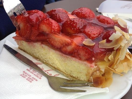 Café Michel: strawberry cake