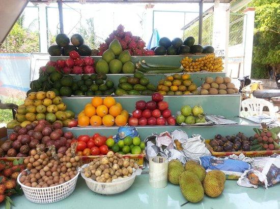 Shades Resort: Fruit stall Mui Ne