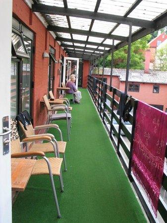 Hotel Gudhjem: wejście do pokoi