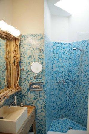 160 Thea Hotel : Bathroom