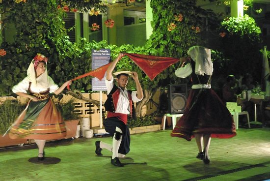 Hotel Telesilla: Serata greca con balli tradizionali