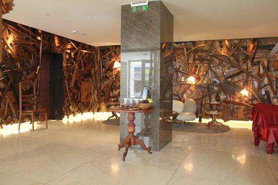 New Hotel: Lobby area