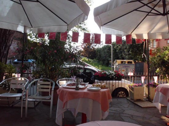 Hotel Marselli: Courtyard, view from the entrance