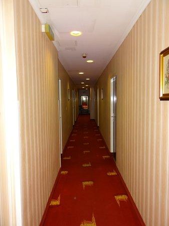 Hotel Schweizerhof: Flur
