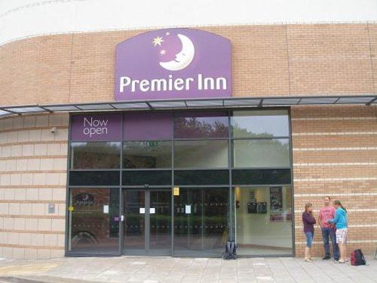 Premier Inn Solihull Town Centre Hotel: Front of Premier Inn