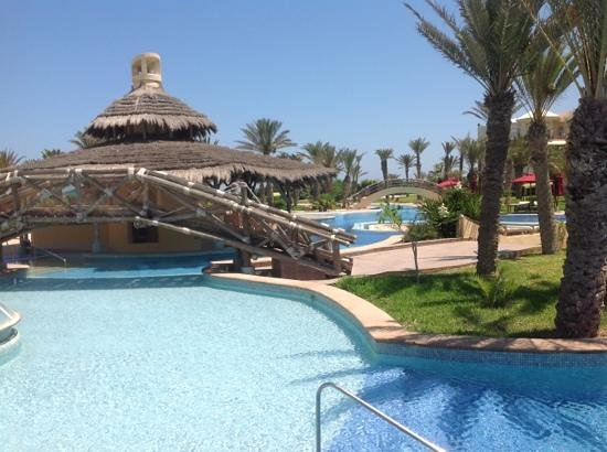 Hasdrubal Prestige Thalassa & Spa Djerba: bar de la piscine