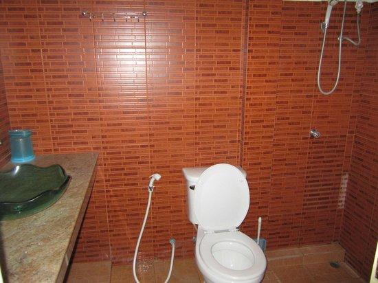 Bobbys Apartment and Jungle Tours: La salle de bain