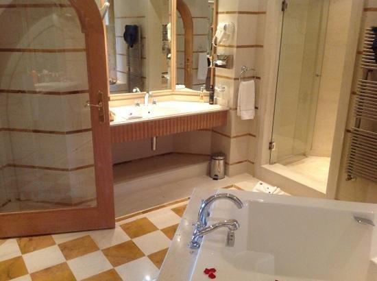 Hasdrubal Prestige Thalassa & Spa : salle de bain