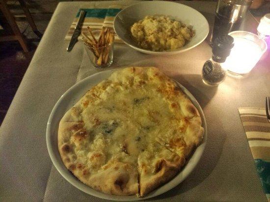 Del Papa Ristorante: Gnochis a la carborana, pizza cuatro quesos y el pequeño aperitivo que te ofrecen!