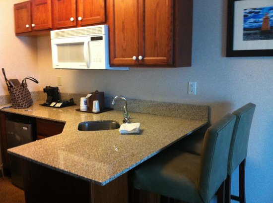 Comfort Inn & Suites South Burlington: Small kitchen