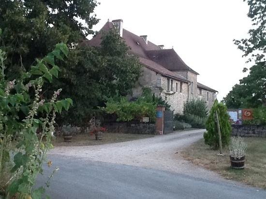Hotel le Grezalide : view from the village street