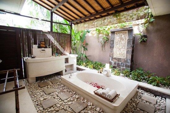 The Bli Bli Villas & Spa: Outdoor bath