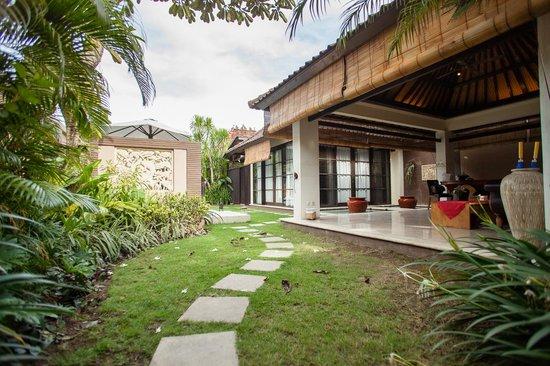 The Bli Bli Villas & Spa: Entrance to the villa