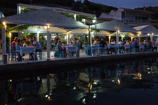 Ionion Taverna: Ionian Taverna alongside the water front