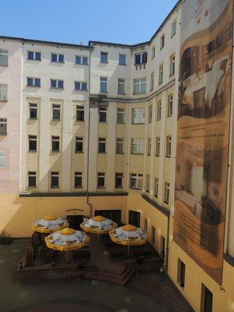 Hotel Polonia: Courtyard