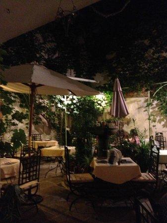 Le jardin intérieur avec la fontaine - Picture of Cote Jardin ...