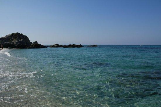 Residence Hotel La Taverna: Spiaggia Grotticelle