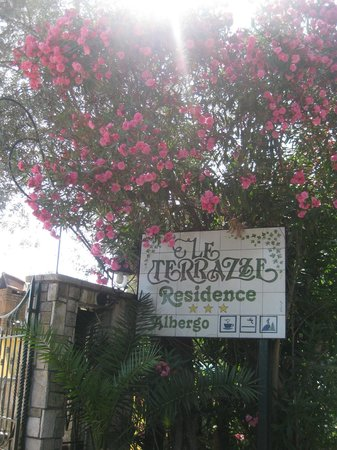 Hotel Residence Le Terrazze: di fronte all'albergo