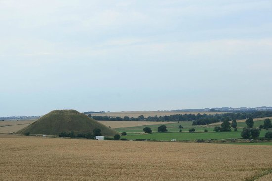 Silbury Hill: It's huge!