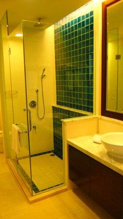Nexus Resort & Spa Karambunai: 2nd bathroom