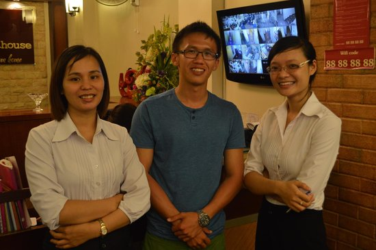 Hanoi Guest House: funny n nice reception girls ~~