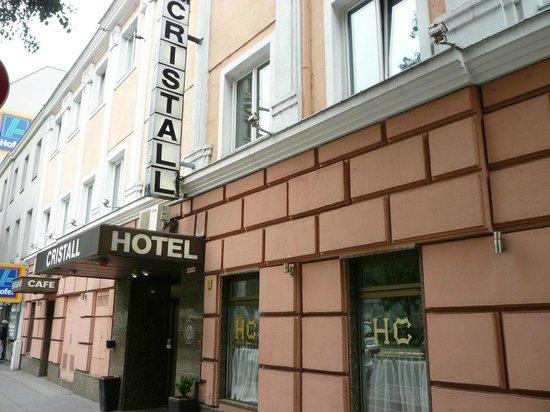 Novum Hotel Cristall Wien Messe: ホテル入口。通りに面しており、わかりやすい。