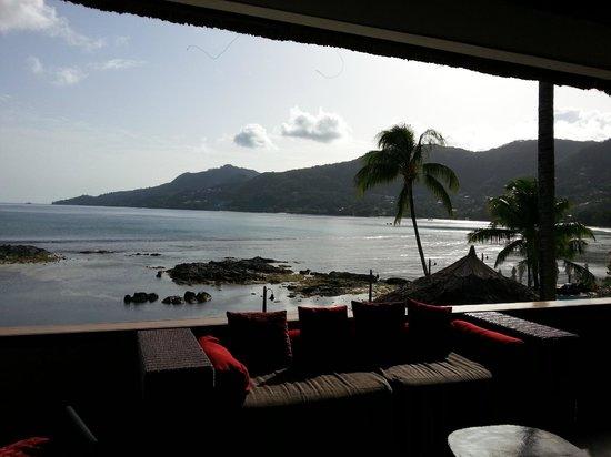 Le Meridien Fisherman's Cove: Open Lobby