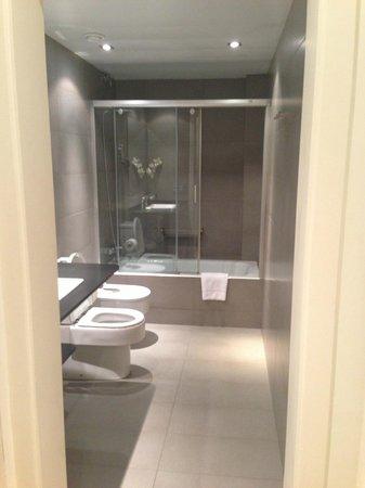 Apartments Sixtyfour: En-Suite Bathroom
