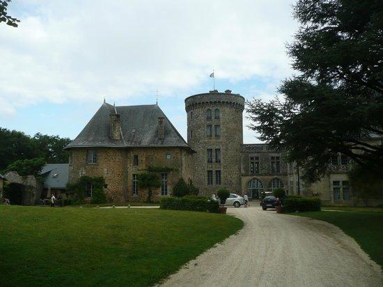 Chateau de la Flocelliere: entree du château