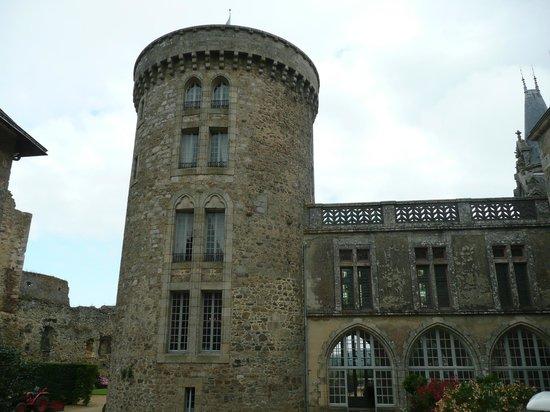 Chateau de la Flocelliere: donjon