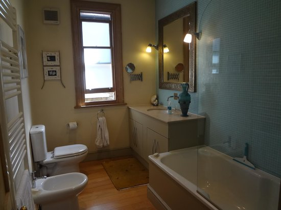 Artists Villa: The bathroom..!