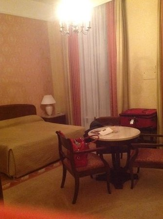 Grand Hotel : Add a caption