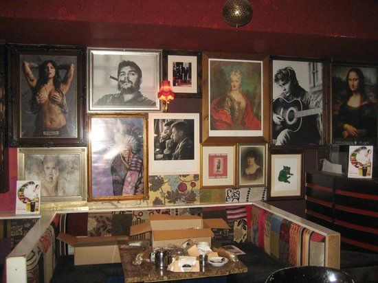 Strand Bar Derry: Pictures in back