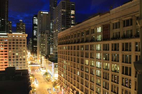 The Alise Chicago A Staypinele Hotel View From Room Down State St
