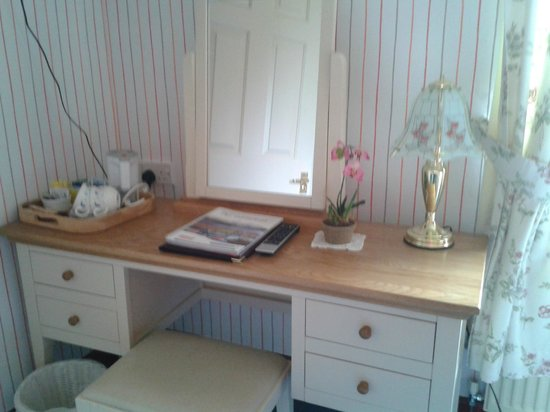 Fernlea: Double Room Dressing Table Area