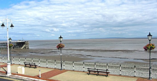 Romeo By The Sea: The view from the upstairs of Romeo's by the Sea, Penarth
