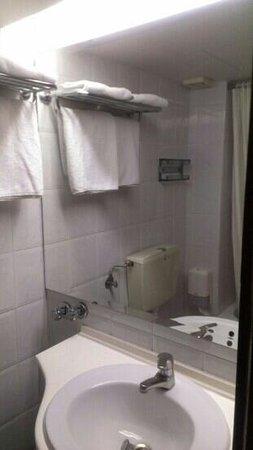Metropolitan Hotel: bathroom