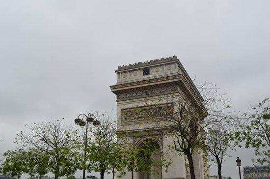 Champs-Elysees mit dem Arc de Triomphe