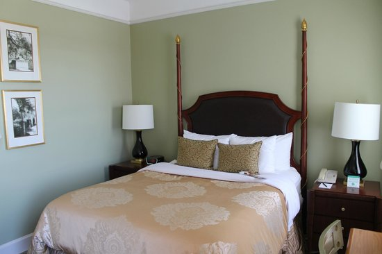 Francis Marion Hotel: room