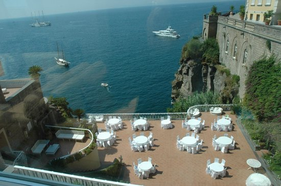 Hotel Corallo Sorrento: view from conservatory