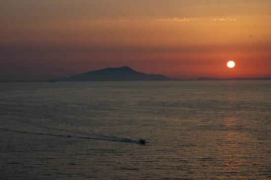 Hotel Corallo Sorrento: sunset as seen from The Corallo