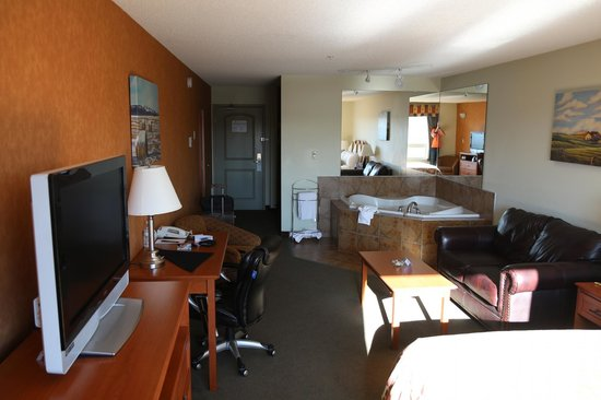 Service Plus Inns & Suites Calgary : In the room