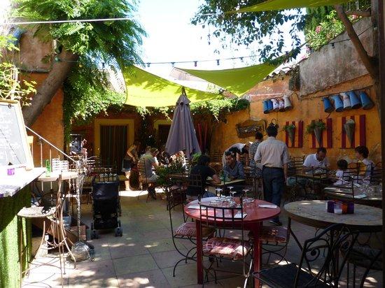 Le Café de Bouzigues : le patio terrasse