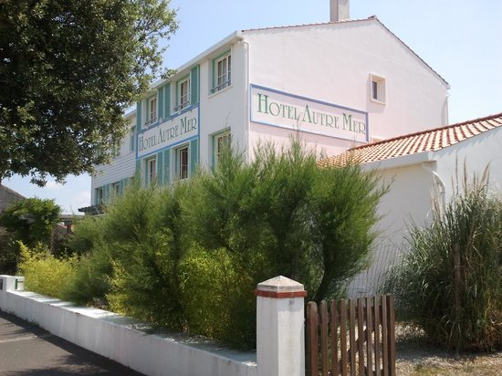 Hotel Autre Mer : the hotel as seen from the street