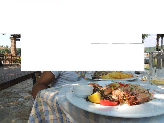 Cavo Barbaro: gamberoni alla griglia e filetto di pollo con salsa di funghi