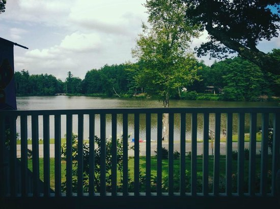 Mountain Lake Cottages: The view from the front deck