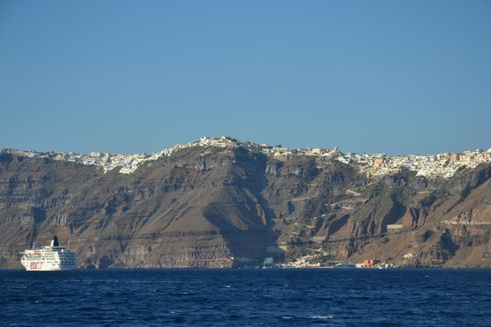 Triantafillou Sailing Day Tours : Thira on the clifftop.