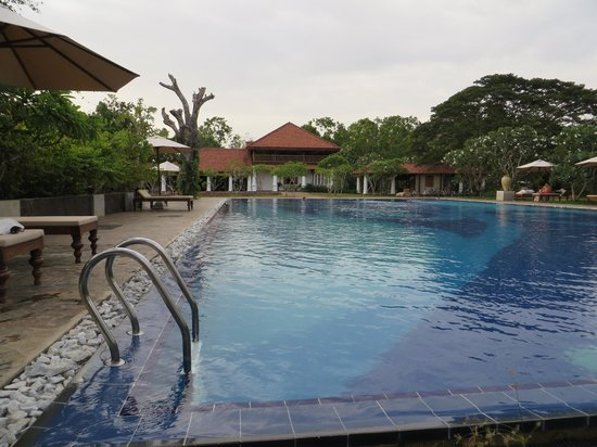 Swimming pool - Picture of Jetwing Lagoon, Negombo - TripAdvisor